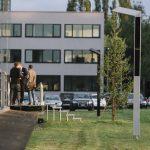 Die beiden LEDON Lediva-Leuchten vor dem Firmensitz  Die beiden Lediva-Leuchten vor dem LEDON-Firmensitz in Lustenau.  Copyright: LEDON. Fotografin: Lisa Mathis.