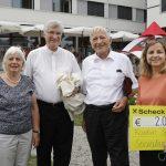 60-Jahre-Kaplan-Bonetti-Sozialwerke-Scheck.jpg