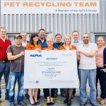ALPLA-PET-Recycling-Team-rPET-Zertifikat-Team  Im Auftrag von ALPLA und PET Recycling Team errechnete die Agentur denkstatt GmbH den CO2-Fußabdruck von rezykliertem PET. Die Studie bestätigt: Die CO2-Bilanz von rPET ist hervorragend. 79 Prozent weniger Emissionen im Vergleich zu Neuware werden bei der Herstellung von rPET ausgestoßen. Die verantwortlichen MitarbeiterInnen sehen im Studienergebnis eine eindeutige Bestätigung der Sinnhaftigkeit von PET-Recycling. /// On behalf of ALPLA and PET Recycling Team, denkstatt GmbH calculated the carbon footprint of recycled PET. The study confirms that the carbon footprint of rPET is excellent. The production of rPET involves 79 per cent lower emissions compared to new materials. The results of the study provide clear confirmation of the value of PET recycling for the employees involved.  Copyright: ALPLA. Angabe des Bildnachweises ist verpflichtend. ///  ALPLA. Credit must be provided for use of photographs.