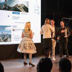 AdWin-Sieger 2017 Social Media  Florian Wassel (Dritter von links) und Johannes Terler (beide TOWA) nehmen von Magdalena Ettl (twyn group) den AdWin entgegen.  Copyright: Michael Nussbaumer. Abdruck honorarfrei zur Berichterstattung über den AdWin 2017. Angabe des Bildnachweises ist Voraussetzung.