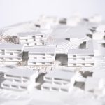 """Hinteregger-i+R-Wohnen-am-Knie-Dornbirn-Modell-2.jpg  Das Projekt """"Wohnen am Knie"""" zeichnet sich durch eine geringe Baudichte aus und fügt sich damit gut ins bestehende Umfeld mit Einfamilienhäusern ein.  Copyright: Am Knie Dornbirn Projektgesellschaft GmbH/Ivo Vögel, Abdruck honorarfrei zur Berichterstattung über das Projekt """"Wohnen am Knie"""". Angabe des Bildnachweises ist Voraussetzung."""