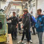 erster i+R Lehrlings-Infotag: Maschinenbau  Bei Huppenkothen bekamen die Jugendlichen Einblick in den Lehrberuf des Baumaschinentechnikers.  Copyright: i+R Gruppe. Abdruck honorarfrei zur Berichterstattung über i+R. Angabe des Bildnachweises ist Voraussetzung.