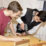 Holzarbeiten bei der Lehrlingsmesse im Walgau