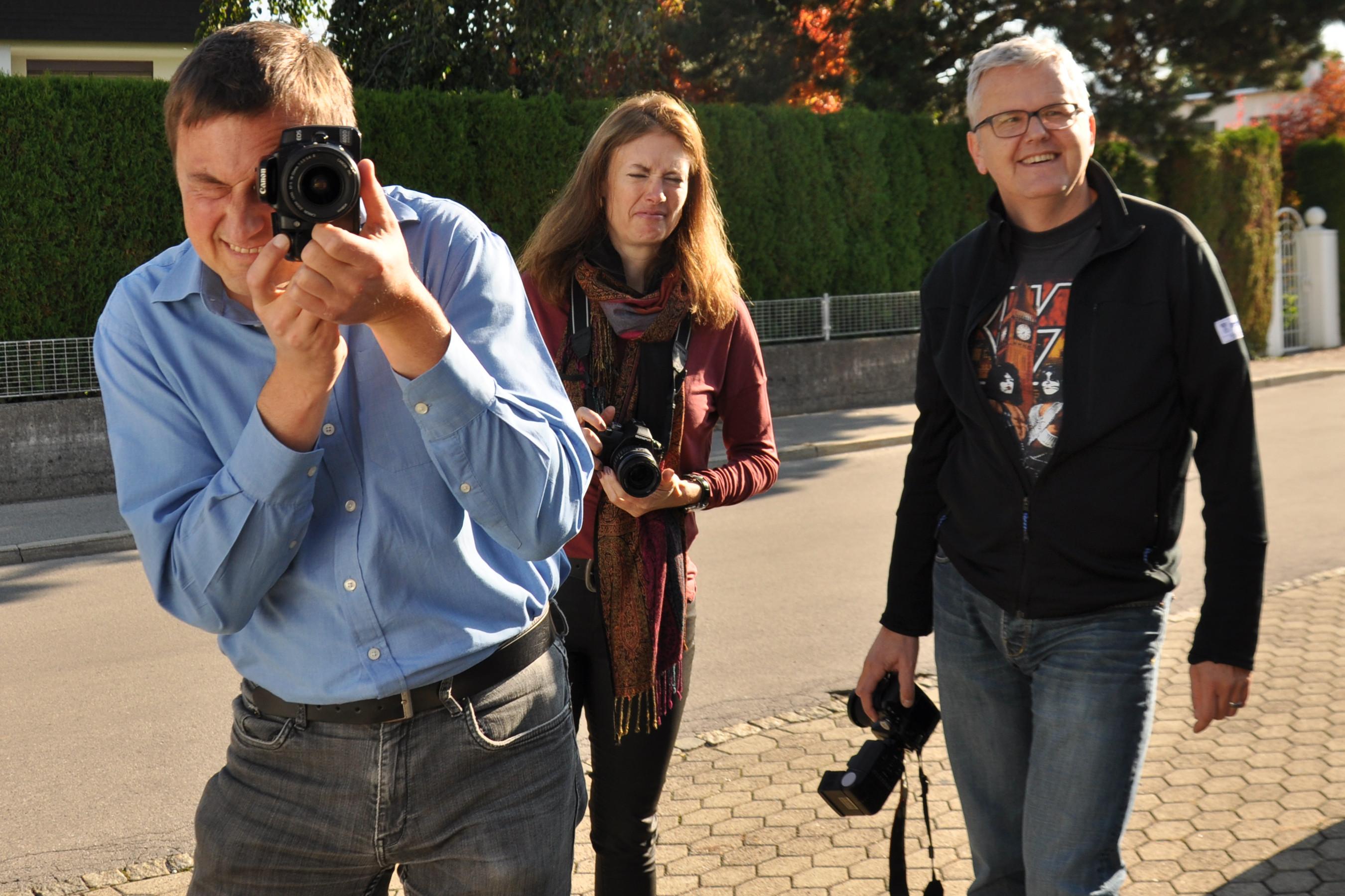 Der Boss macht's vor: Daniela abwartend, Werner erfreut.