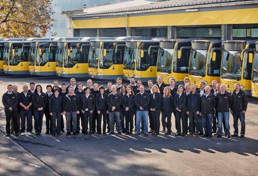 Belegschaft von Niggbus samt Flotte