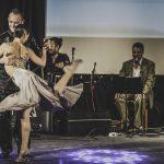 Tango-en-Punta7  Tangueras und Tangueros aller Levels kommen bei den verschiedenen Workshops und Tangoklassen von Tango en Punta auf ihre Kosten.  Copyright: Ishka Michocka. Abdruck honorarfrei zur Berichterstattung über Tango en Punta. Angabe des Bildnachweises ist Voraussetzung.