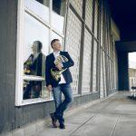 SOV-Stefan-Dohr-2  Der Hornvirtuose Stefan Dohr ist Solohornist der Berliner Philharmoniker und gilt als Ikone auf seinem Instrument.  Copyright: Simon Pauly. Abdruck honorarfrei zur Berichterstattung über das Symphonieorchester Vorarlberg. Angabe des Bildnachweises ist Voraussetzung.