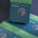 """Buch """"Zwei Grad. Eine Tonne.""""  Christof Drexels Buch """"Zwei Grad. Eine Tonne."""" ist eines der erfolgreichsten Sachbücher Vorarlbergs im Jahr 2018.  Copyright: Lisa Mathis. Der Abdruck ist honorarfrei zur Berichterstattung über Christof Drexel und die drexel reduziert GmbH."""