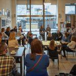 Vorarlberger Convention Forum  Umgestaltung eines gastronomischen Raums mit Fidel Peugeot (rechts stehend) beim 8. Vorarlberger Convention Forum in Bregenz.  Copyright: Lukas Hämmerle. Abdruck honorarfrei zur Berichterstattung über das Vorarlberger Convention Forum. Angabe des Bildnachweises ist Voraussetzung.