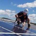Photovoltaik-Anlage  Sonnenstrom wird immer attraktiver.  iStock.com/zstockphotos. Der Abdruck ist für alle Fotos honorarfrei zur Berichterstattung über die Hansesun Austria GmbH. Angabe des Bildnachweises ist Voraussetzung.
