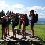 Ferienprogramm Sulzberg Grenzerpfad  In den Sommerferien 2019 können Kinder in Sulzberg mehr über das Leben auf der Alpe lernen.  Copyright: Archiv Tourismusbüro Sulzberg, Abdruck honorarfrei zur Berichterstattung über die familieplus-Gemeinde Sulzberg. Angabe des Bildnachweises ist Voraussetzung.