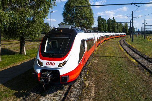 ÖBB Cityjet TALENT3 in Fahrt
