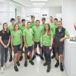 1zu1: Lehrlinge 2019  Die neun neuen Lehrlinge des Dornbirner High-Tech-Unternehmens 1zu1 mit ihren Ausbildern.  Copyright: Darko Todorovic. Der Abdruck ist honorarfrei zur Berichterstattung über 1zu1. Angabe des Bildnachweises ist Voraussetzung.