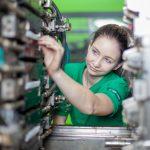 GRASS: Facharbeiterin  28 Prozent der Lehrlinge bei GRASS in Österreich sind weiblich. Der Branchenschnitt in der Industrie liegt österreichweit unter 17 Prozent.  Copyright: GRASS GmbH. Abdruck honorarfrei zur Berichterstattung über die GRASS GmbH. Angabe des Bildnachweises ist verpflichtend.