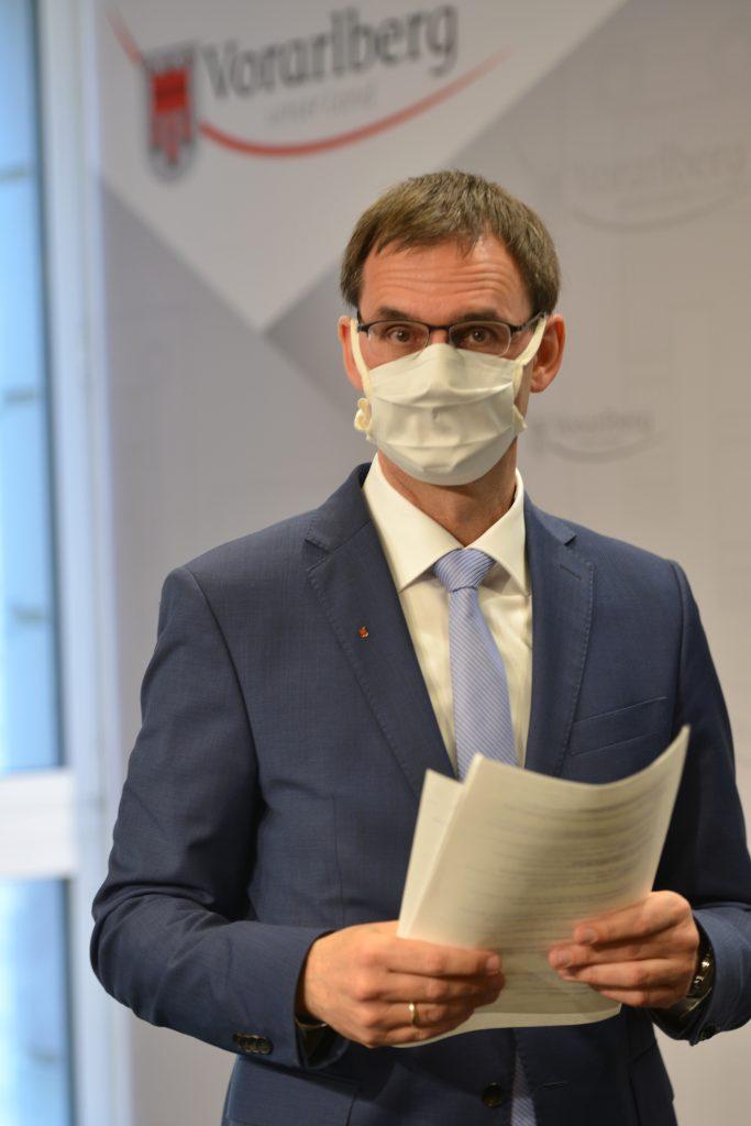 Auftritt von Landeshauptmann Markus Wallner mit Maske